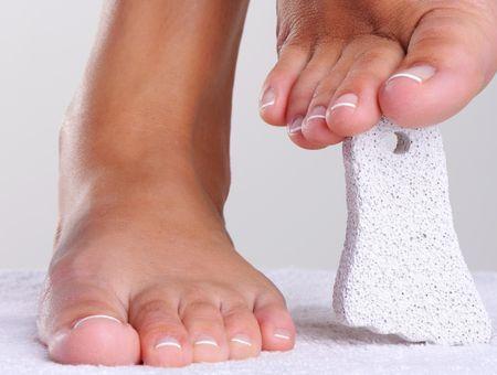 Comment prévenir et soulager les crevasses aux pieds