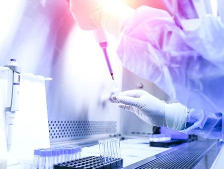 "Un labo chinois pense pouvoir stopper la pandémie ""sans vaccin"""