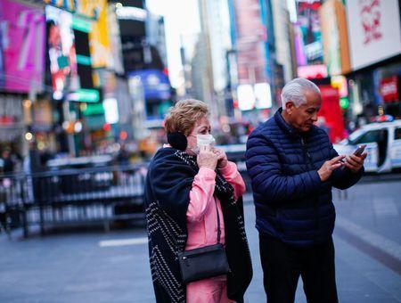 Coronavirus : les Etats-Unis exhortent les personnes âgées à faire des stocks