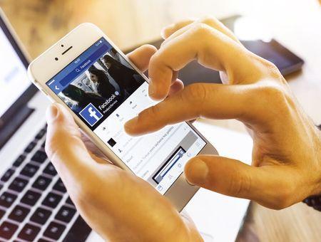 Infox et Covid : Facebook met en place de nouveaux avertissements