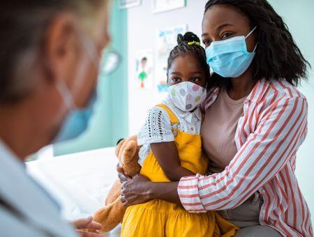 """Les enfants américains """"très probablement"""" vaccinés début 2022 (Fauci)"""