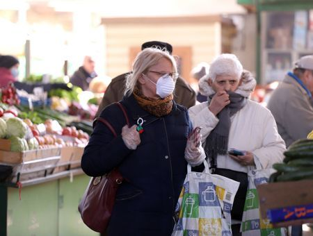 """Le masque dans la rue : vrai outil de prévention ou mesure """"pour rassurer""""?"""