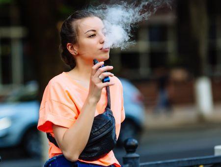 """Philip Morris prévoit la fin des cigarettes """"d'ici 10 à 15 ans"""" dans certains pays"""