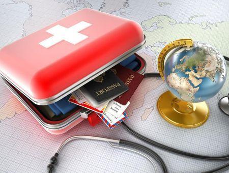 Quels médicaments mettre dans sa trousse de voyage ?
