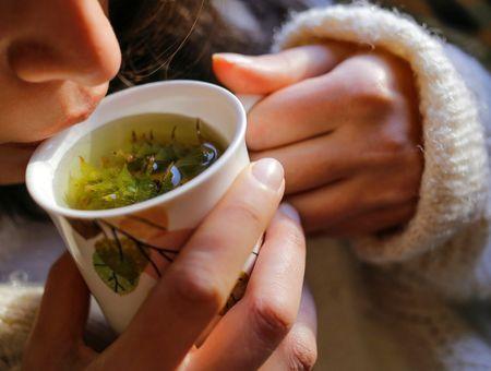 Comment calmer une toux ? Les remèdes de grand-mère