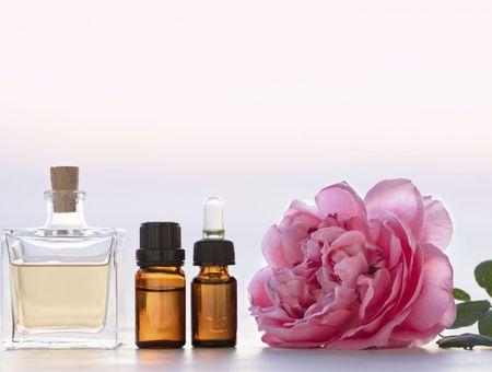 Rose de Damas, cannelle de Chine, ylang-ylang... les 5 huiles essentielles pour booster sa libido