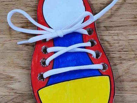 DIY : chaussure pour s'entraîner à faire ses lacets