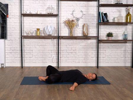 3 postures de yoga avant de dormir