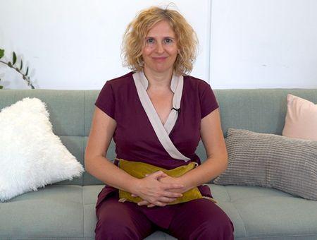 Automassage du ventre pour soulager les règles douloureuses