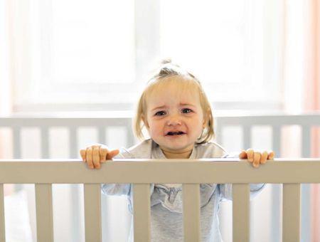 En cas de crise, dois-je laisser mon enfant pleurer ?