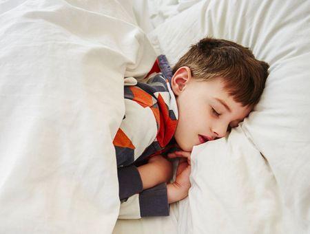 Pourquoi les yeux bougent quand on dort ?