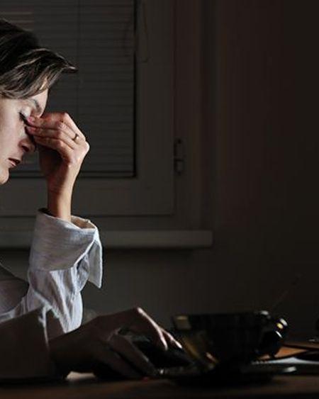 Parents confinés au bord de la crise de nerfs ? Une aide au bout du fil