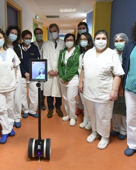 Coronavirus: en Italie, des robots au chevet des malades