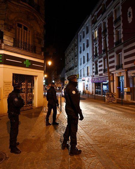 Coronavirus : la France en état d'urgence sanitaire, le retour à la normale s'éloigne