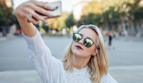 Le selfitis, la maladie des selfies.