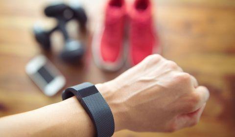Les bracelets et montres connectés permettent-ils de détecter le Covid-19 avant la survenue des premiers symptômes?