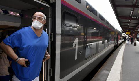 Coronavirus : près de 300 nouveaux décès en France, importantes évacuations