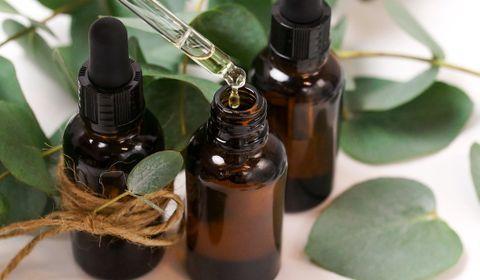 Selon l'ANSES, la consommation de certaines huiles essentielles peut être dangereuse