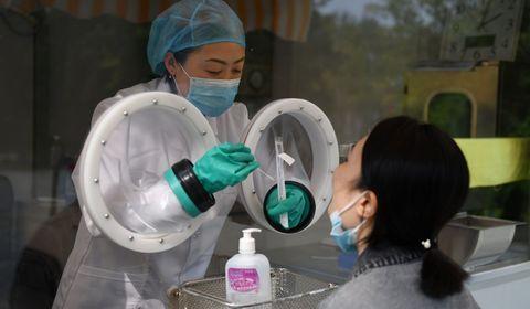 30 minutes chrono: une machine chinoise bouscule les tests Covid