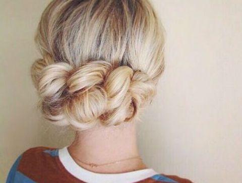 Les cheveux attachés - 40 coiffures à adopter quand il fait chaud