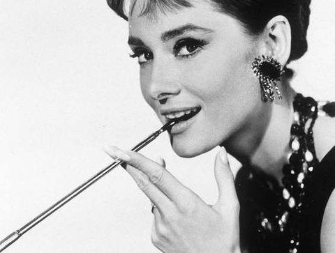Le chignon banane d'Audrey Hepburn - 15 coiffures iconiques de stars