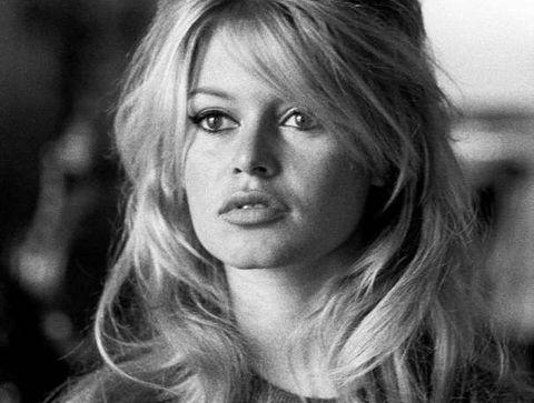 La demi-queue coque de Brigitte Bardot - 15 coiffures iconiques de stars
