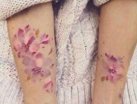 Tatouage fleurs - 85 idées de tatouages sur le bras à piquer