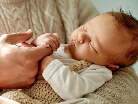 Jaunisse du nouveau-né : les symptômes et traitements