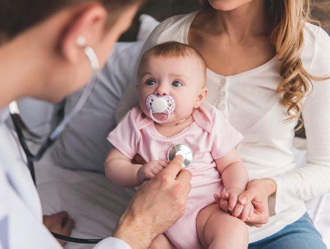 Rhume de bébé : quand appeler le médecin ?