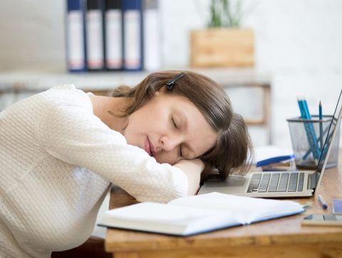 Adoptez la sieste flash en semaine - Reprendre le travail quand bébé ne fait pas ses nuits