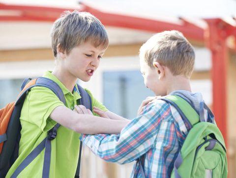 Bagarres à l'école : rendre les coups ou tendre l'autre joue ?
