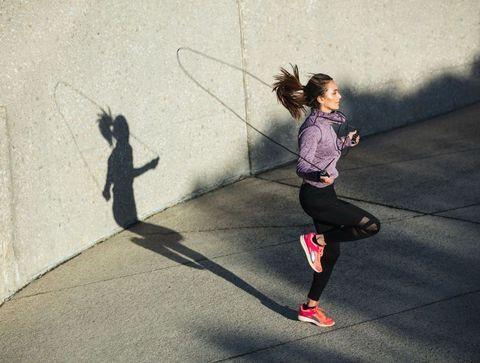 Faire De La Corde A Sauter 10 Exercices Efficaces Pour Maigrir Du Bas