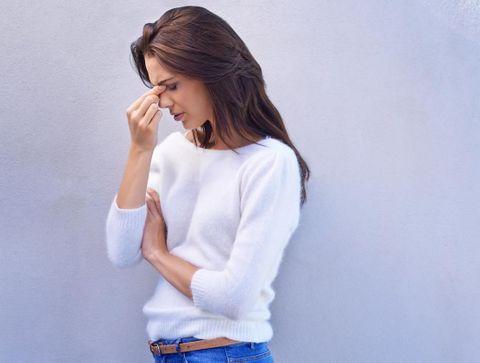 Migraine et règles : causes et traitement