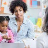 Je ne m'entends pas avec la maîtresse de mon enfant : que faire ?