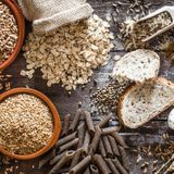Les féculents: pain et céréales, pommes de terre, légumes secs