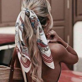 Le foulard dans les cheveux