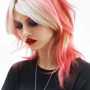 Coiffure rock cheveux roses