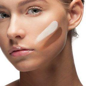 Comment éviter une démarcation entre mon visage et mon cou?