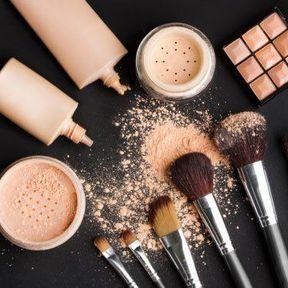 Liquide, stick, poudre compacte, crèmes teintées... Que choisir ?