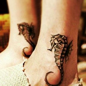 Modèle tatouage sur la cheville
