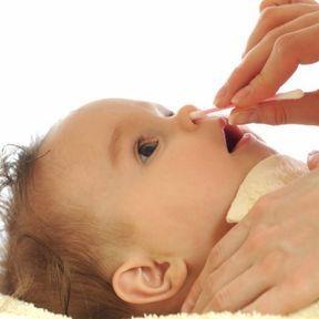 Nettoyer le nez de bébé
