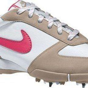 Nike: la féminité au bout du club