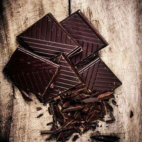 Le chocolat noir est moins calorique que le chocolat au lait