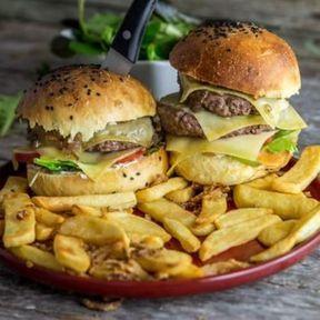 Burger bacon, comté et confit d'échalotes