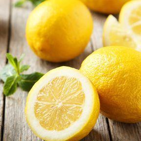 Rajoutez du jus de citron sur vos fruits et légumes coupés