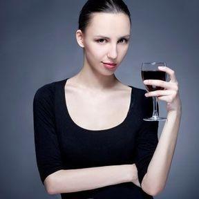 Les yeux foncés sont plus sensibles à l'alcool