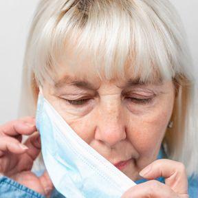 Baisser le masque sous le menton