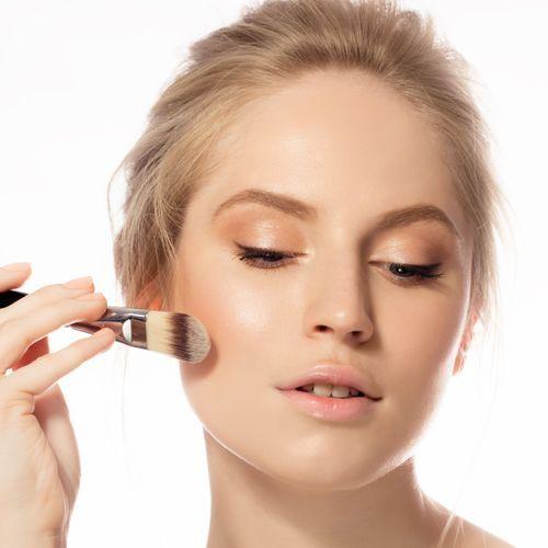 Trouvez la nuance de fond de teint idéale grâce au nouvel outil de Make Up For Ever