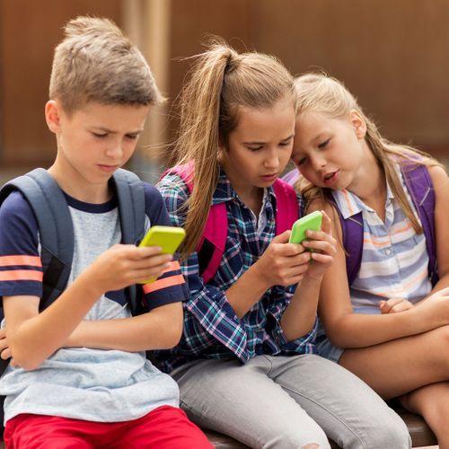 La moitié des parents imposent des règles d'usage du smartphone à leurs enfants