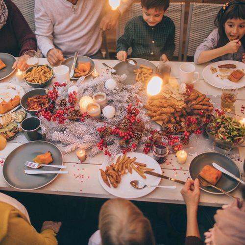"""45% des Français célibataires ressentent une pression à """"être en couple"""" lors des retrouvailles familiales de fin d'année"""